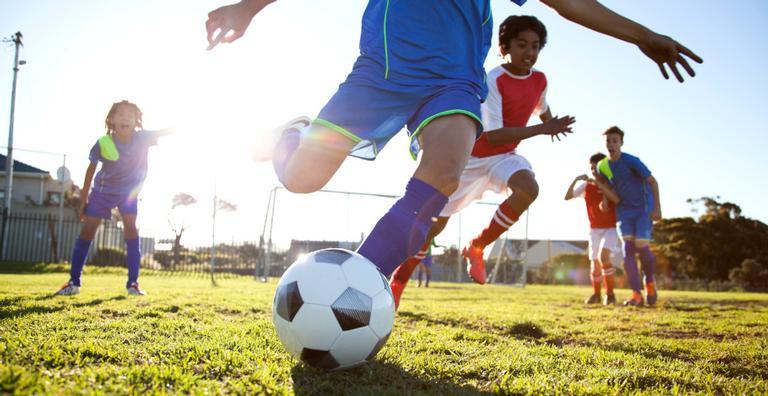 Durante a corrida, brincadeiras e jogos com bola, vários processos acontecem no seu corpo. Entenda!