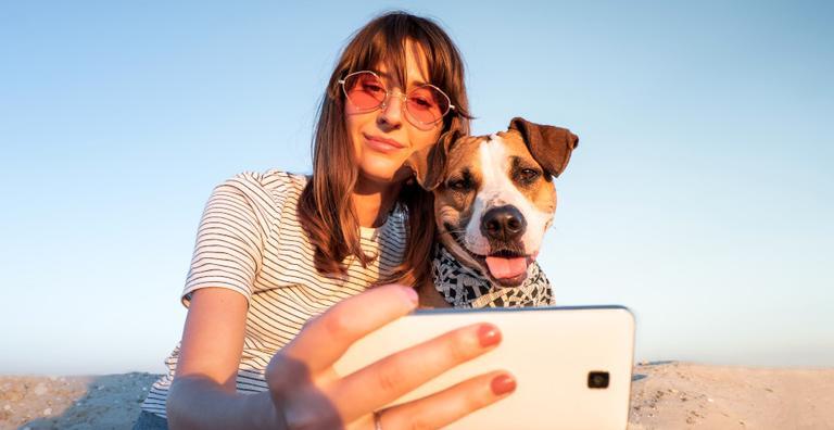 Muitas vezes, cães e gatos se tornam muito parecidos com os seres humanos, desde o comportamento até a aparência física!