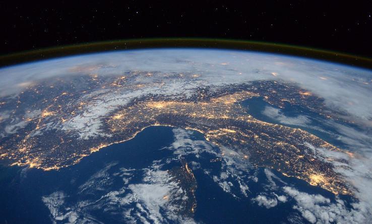 Infelizmente, o nosso planeta sofre com objetos abandonados no espaço