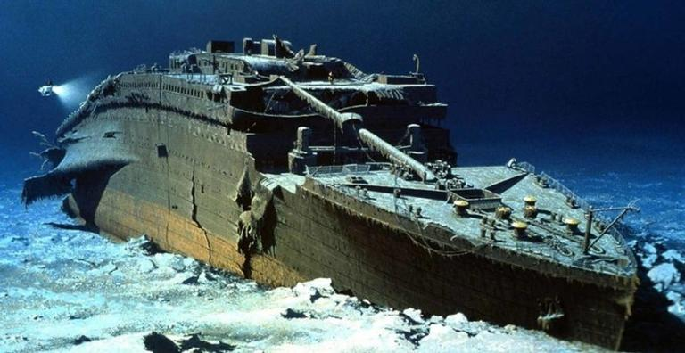 Há 108 anos em baixo d'água, diversas tentativas já foram cogitadas para trazer a famosa embarcação para a superfície