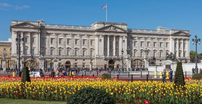 Diferente do que muitos pensam, nem todos os integrantes da família real britânica moram lá. Descubra!