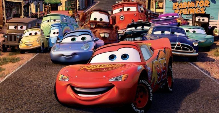 Saiba mais sobre o clássico filme animado que conta a história de Relâmpago McQueen, Mate, Sally e seus amigos de Radiator Springs